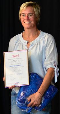 Simone Lehr mit der Urkunde beim Verbandstag