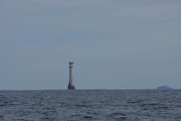 Bishop Rock, waar enkel een vuurtoren op past. Het is het kleinste eiland ter wereld. De lichtstraal is tot op 44km te zien!