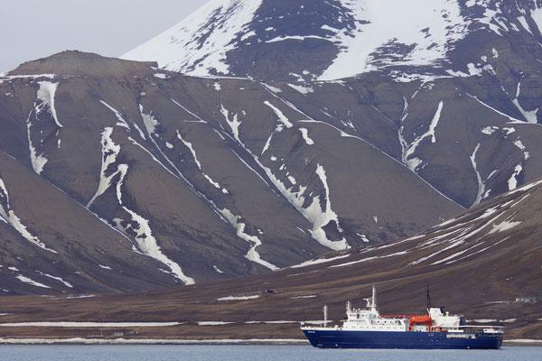 Orterlius vaart Longyearbyen uit!