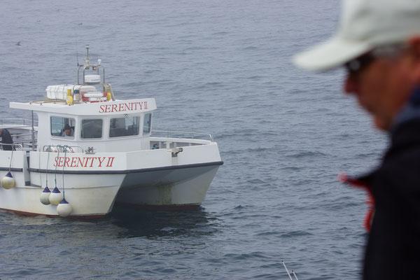 Delta Safari - reisleider kijkt naar 'ons' bootje: Serenity II