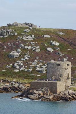 Op Tresco vind je Cromwell's castle (1651) & (op de heuvel) King Charles's castle