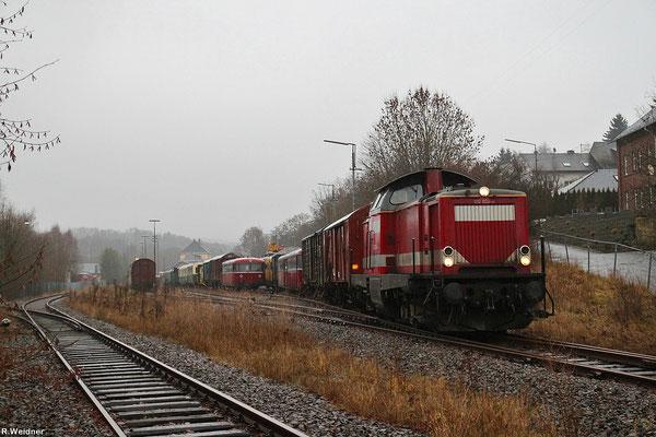 212 024 rangiert am 15.01.14 in Hermeskeil, kurz vor Ablauf der Sondergenehmigung zum befahren der Strecke Türkismühle - Hermeskeil wurden noch Fahrzeuge nach Morbach (Hunsrück) abgefahren