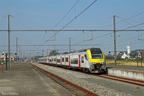 NMBS/SNCB 8506 + 8159 als EXT 18331 Brügge - Knokke, 30.08.2015