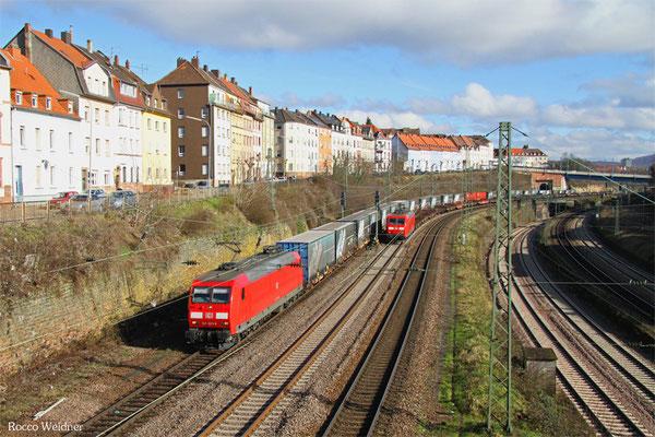145 023 mit GA 52971 Saarbrücken Rbf Nord - Potsdam-Rehbrücke (Berlin-Lichterfelde West) und 145 019 mit GM 60424 Neunkirchen(Saar) Hbf - Völklingen, Saarbrücken 12.02.2016