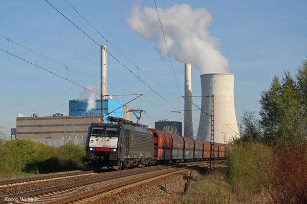 189 451 (i.E. für NIAG) mit Kohlezug, Ensdorf(Saar) 21.04.2015