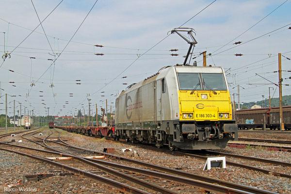 ECR 186 303 mit GB 98815 (Großbeeren) Saarbrücken Rbf Nord - Forbach/F (Irun/E) (Sdl. leere Sgg), Forbach Triage 22.05.2015