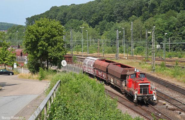 362 502 rangiert Schadwagen für die Wagenwerkstatt Saarbrücken, 07.07.2015