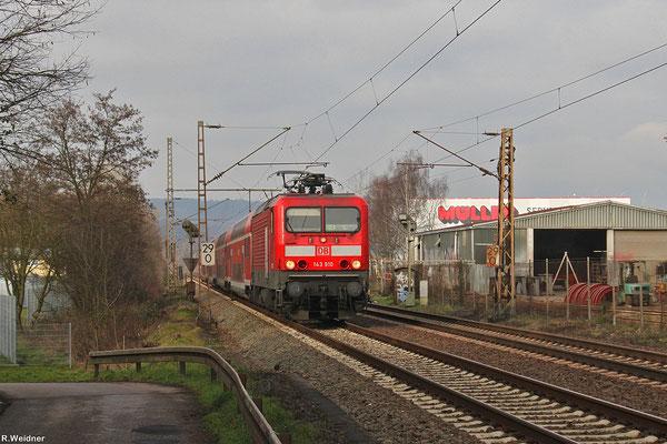 143 910 mit RE-D 12012 Koblenz Hbf - Saarbrücken Hbf am 25.01.14 kurz vor Dillingen(Saar)