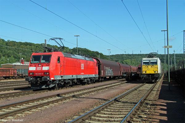 185 028 mit SY 98806 Saarbrücken Rbf West - Forbach (Sdl. ex47530, Leerwagen nach Vittel) und 186 313 mit EZ 44288 Einsiedlerhof - Gevrey Triage/F, Saarbrücken 05.08.2015