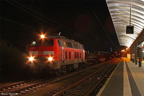 218 002 mit EK 55922 Saarbrücken Rbf West - Dillingen Hochofen Hütte, Saarlouis 05.12.2015