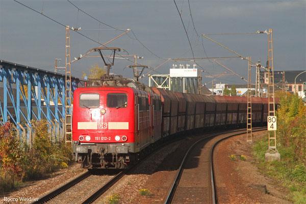 DT 151 012 + 151 126 mit GM 62557 Oberhausen West Orm - Dillingen Hochofen Hütte (Sdl. Steinkohle in WP-Fal), Karthaus 23.10.2015