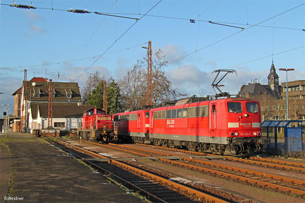 DT 151 160 + 151 101 und 294 683 am 04.01.15 in Dillingen(Saar)