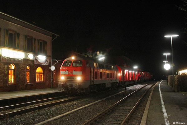 218 009 mit Hilfs 99936 (Wanne-Eickel) Saarbrücken Hbf - Pirmasens Hbf in Würzbach(Saar) am 17.01.14 (Sdl. Schwerwagensendung - Notfallkran+Schutzwagen)