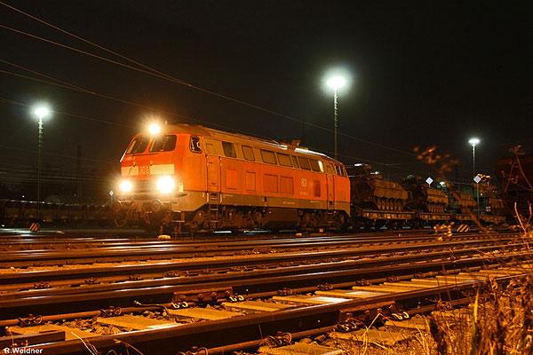 218 009 mit M 62581 Neunkirchen(Saar) Hbf - Baumholder am 27.01.14 in Neunkirchen (Sdl. Militär)
