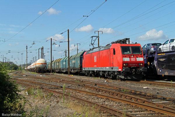 185 028 mit GM 62474 Forbach/F - Senftenberg (Sdl.Leerwagen aus Kupferverkehr), Forbach 05.08.2015