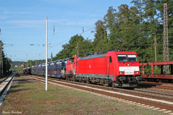 186 339 (im Schlepp 362 547) mit EK 55982 (Einsiedlerhof) Saarbrücken Rbf Nord - Einsiedlerhof (PKW-Drehfahrt), Dudweiler 26.08.2015