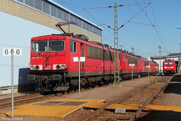 155 197 (im Schlepp 155 151, 155 191, 185 ... und 155 245) als T 62635 Mannheim Rbf Gr.G - Senftenberg (Sdl.)