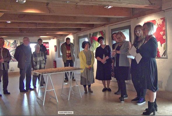 Anja Birne stellt die Arbeiten von Verena Redmann vor