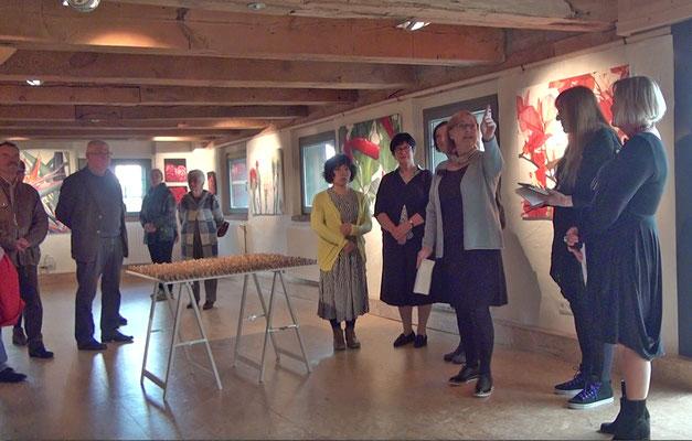 Helga Noack stellt die Arbeiten von Brigitte Hofherr vor