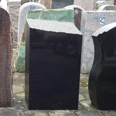 Granit Schwarz Stele
