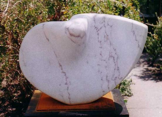 >Bewegung<, Marmor, 2004, B 55 cm