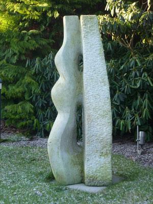 >Begegnung<, Elbsandstein, 2009, H 120 cm