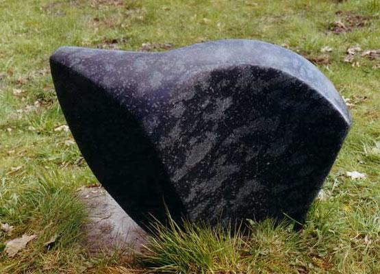 >Bewegung<, Diabas, 2004, B 62 cm