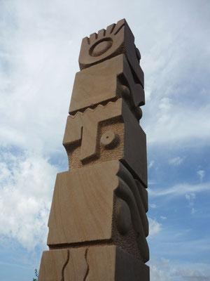 >DIE HINGUCKER<, Intern. Bildhauer-Symposion Sculptura 2010, Beckingen, Kryllthaler Sandstein, H 300 cm