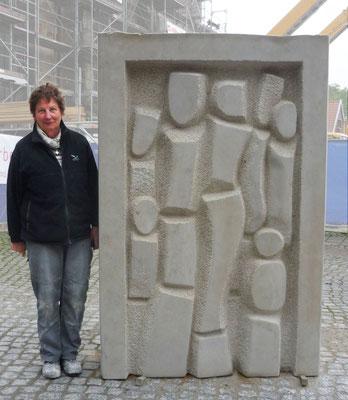 >SHELTER<, 10. Internationales Bildhauer-Symposion Obernkirchen 2015, Obernkirchener Sandstein, Format 200 x 130 x 40 cm