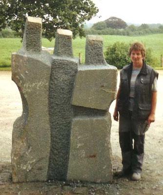 >Die Drei<, Anröchter Kalkstein, 2006, H 210 cm