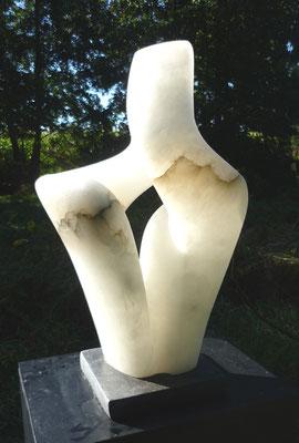 >Im Vertrauen<, Alabaster, 2014, H 50 cm