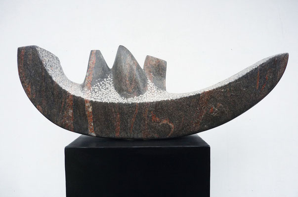 >Unterwegs<, Granit, 2015, B 80 cm