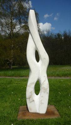 >Mit Kopf, Herz + Bauch<, Marmor, 2015, H 190 cm