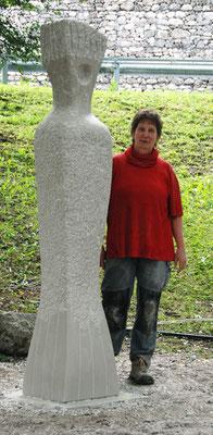 >DIE GROSSE STRÖMENDE<, 3. Intern. Bildhauer-Symposion in Val dÀrzino, Italien, 2008, Marmor, H 240 cm