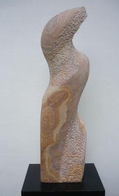 >Vogelwesen<, Iranischer Sandstein, 2015, H 85 cm