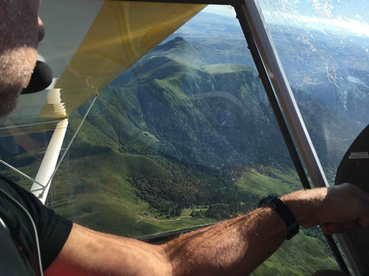 microlight pilote flying