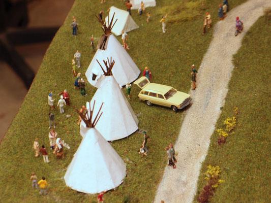 Bei uns wird das Camp gerade aufgebaut, daher sind auch noch nicht alle Indianer umgezogen