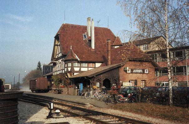 Bahnhof mit Kupplungsblumenständer