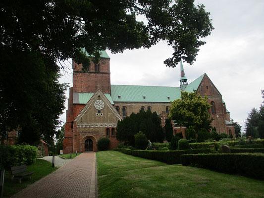 Der Ratzeburger Dom ist eine der ältesten Backsteinkirchen Norddeutschlands 1160-1220, gegründet von Heinrich dem Löwen