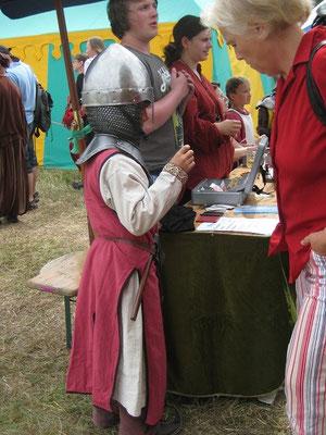 Eine der ersten Aufgaben waren Wachdienste, wie hier bei einem Markt zu Philippsburg