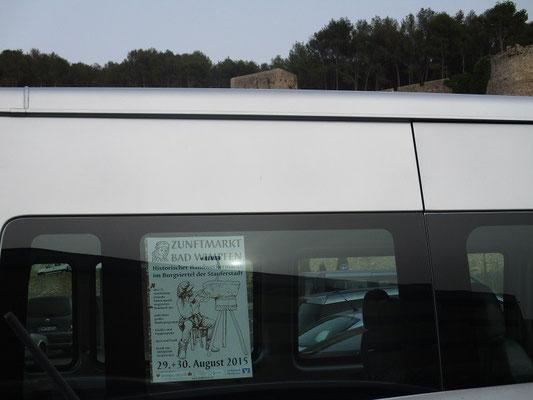 Werbung für den Zunftmarkt in Bad Wimpfen, sogar in Spanien vor der Festung in Denia.