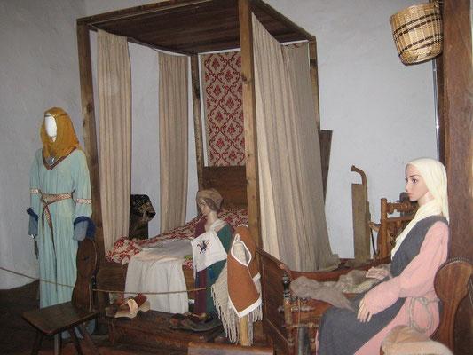 Eine schöne Kemenate befindet sich in der Burg, die auch genützt werden kann.