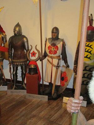 Rüstungen aus allerlei Epochen kann man hier sehen.