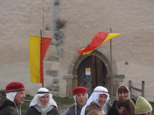 In der guterhaltenen Burg ist heute eine Jugendherberge untergebracht.