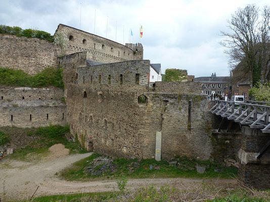 Die Rheinfels ist eine riesige Festung