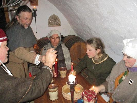 Aber der Grund für unser Fest, Bernhard trägt das Licht wieder zu jedem, der daran seine Kerze und sein Licht entzündet.