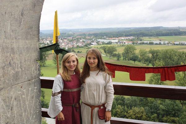 Laura vom Huchenfelde mit Sarah von Arenbach