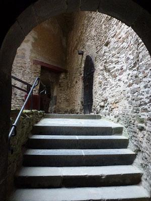 Viel Treppen, Nebeneingänge und Verbindungsgänge.