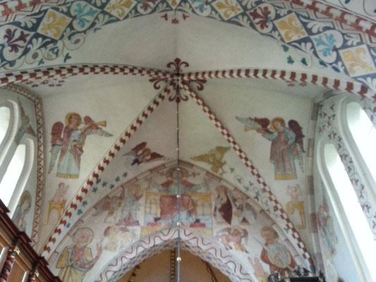 Einige Wandmalereien stammen aus der Zeit um 1300