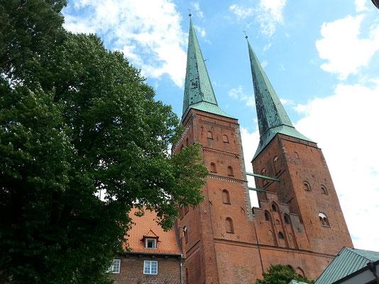 1173 legte Heinrich der Löwe als Stifter des Doms den Grundstein nach dem er im Jahre 1160 den Bischoffsitz von Oldenburg hier her verlegt hatte